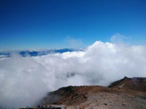 怖いほどの雲海